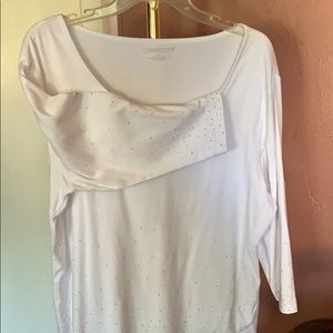 White sequence top with 3/4 sleeves. EUC. No flaws